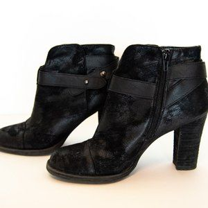 Crown Vintage woman's black boots with heel size 7